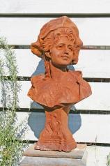 Gartenbueste, Dame mit Hut, * € 450,-*