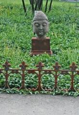 Buddhakopf, Stein auf Eisensockel