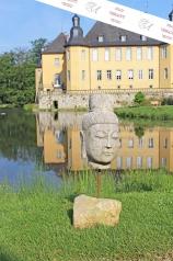 Buddhakopf auf Steinsockel