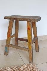 Ein alter Holzhocker, * 129,- *