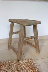 Ein alter Holzhocker, * 149,- *