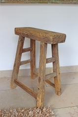 Ein alter Holzhocker, * 189,- *