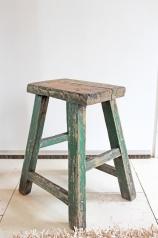 Ein alter Holzhocker, * 159,- *
