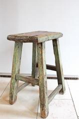 Ein alter Holzhocker