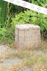 Ein großer Steinsockel
