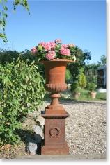 Gartenamphore auf Sockel, * € 419,- *
