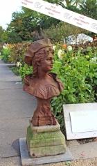 Gartenskulptur, Damenbüste auf Granitsockel