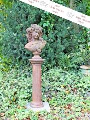 Gartenskulptur, Damenbüste auf Säule
