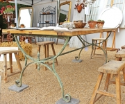 Großer Landhaustisch mit Eisengestell