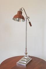 Tischlampe mit Lederschirm