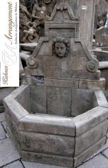 Wandbrunnen mit Wasserspeier, Blaustein