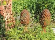 Ein Paar Pinienzapfen, Gusseisen