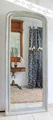 Ein antiker, großer Wandspiegel, Jugendstil